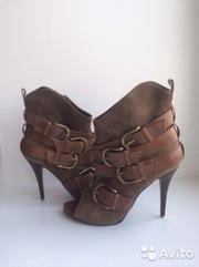 Ботинки из натуральной кожи. Размер 39.